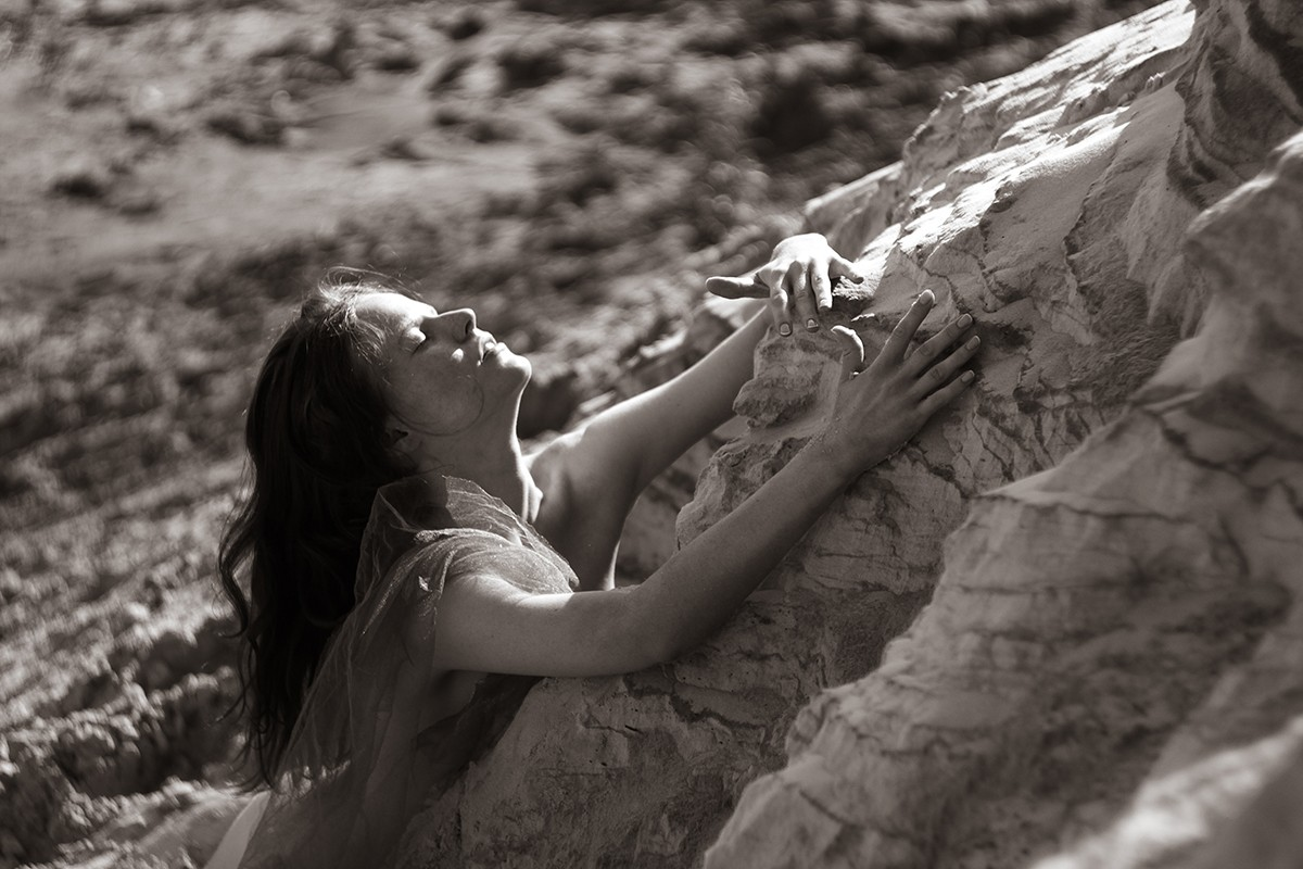 PHOTOGRAPHY-ALINA AUTUMN - GIRL AND SAND (7)